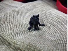 Серьга Сидящий Кот цвет черный