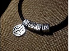 "Кожаный браслет: ""Красавчик"" или ""Жеребец"""